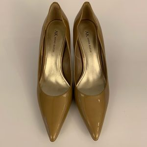 Anne Klein Tan Patent Leather Pumps